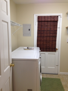Our lame laundry room before remodelling it