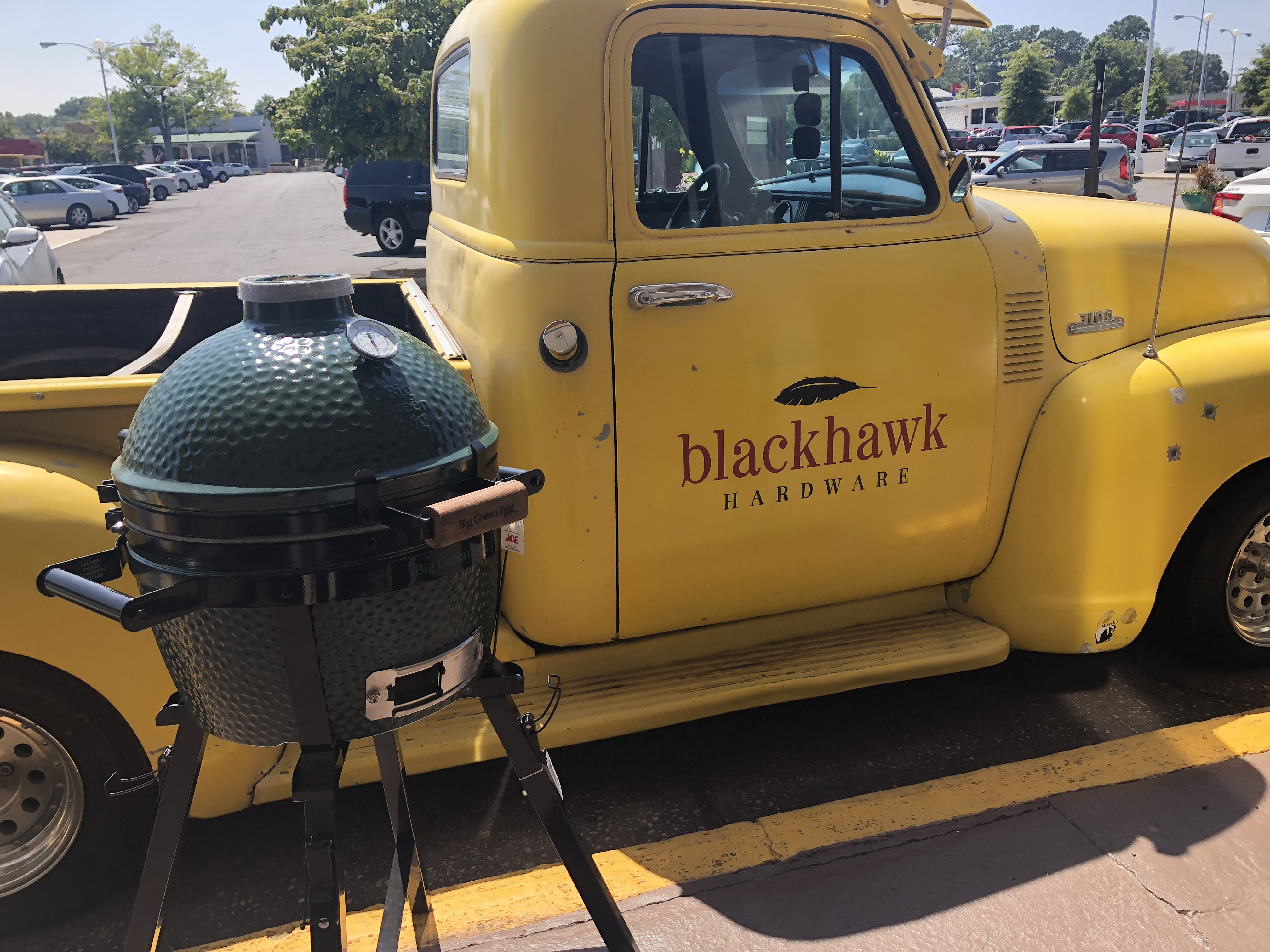 Tailgate in style with the Big Green Egg MiniMax!