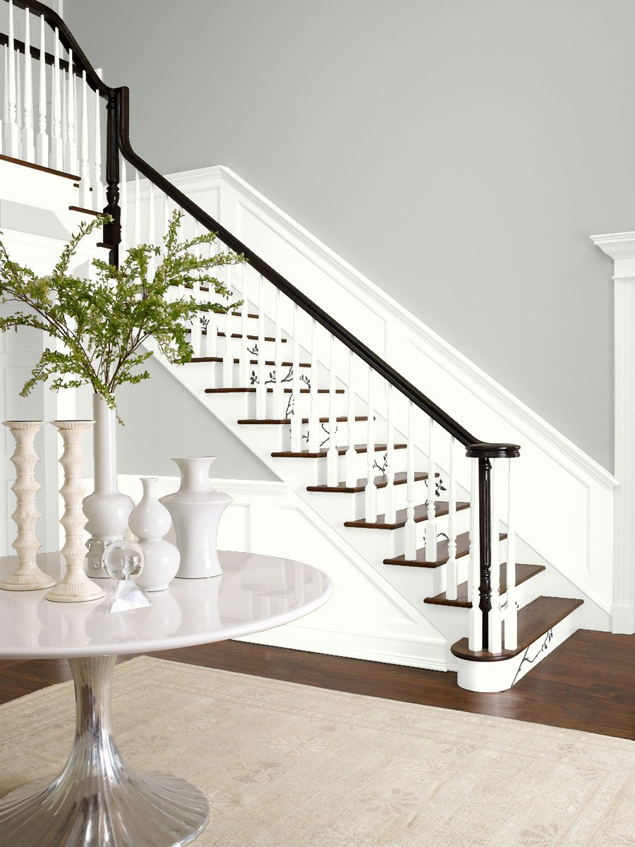 Chantilly Lace is one of our favorite Benjamin Moore white paint colors
